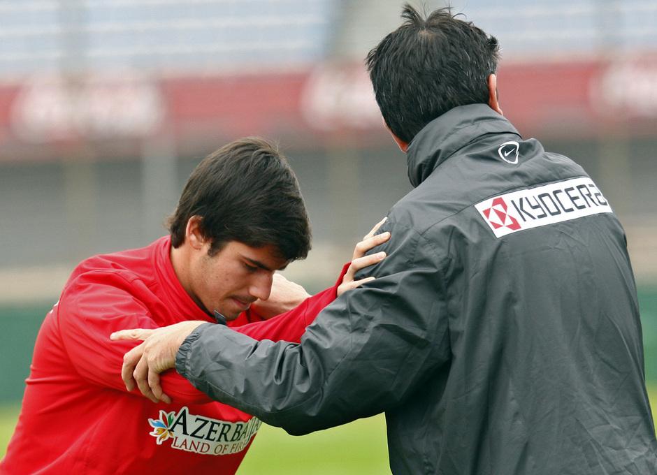 Temporada 12/13. Gira sudamericana. Entrenamiento. Nacho Monsalve con Esteban en el estadio de Nacional
