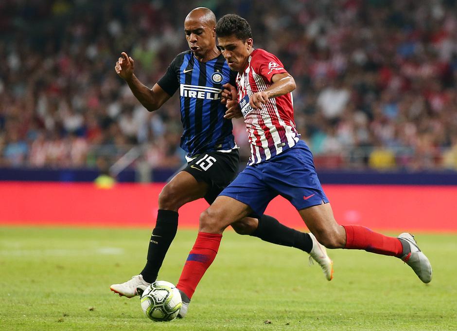 temporada 18/19. Partido Atlético de Madrid Inter de Milán. Internacional Champions Cup. Rodrigo con el balón durante el partido