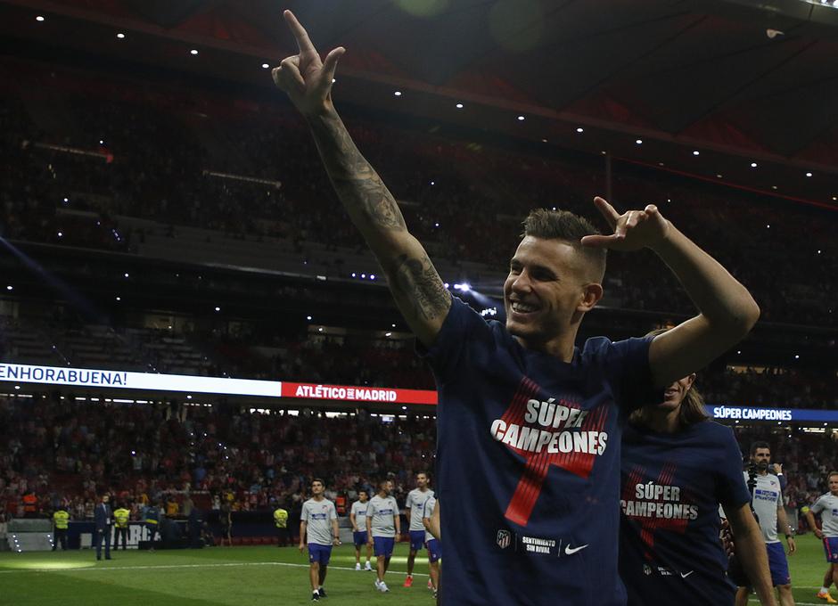Temporada 2018-2019 | Celebración Supercopa de Europa | Lucas Hernandez