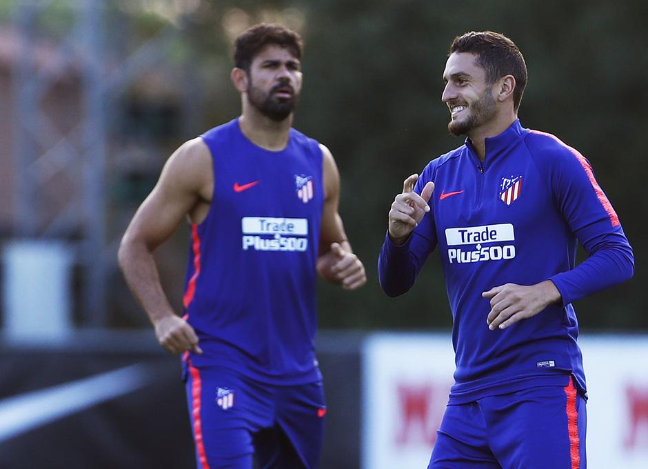 Temporada 18/19. Entrenamiento en la ciudad deportiva Wanda Atlético de Madrid. 06_09_2018. Koke y Diego Costa.