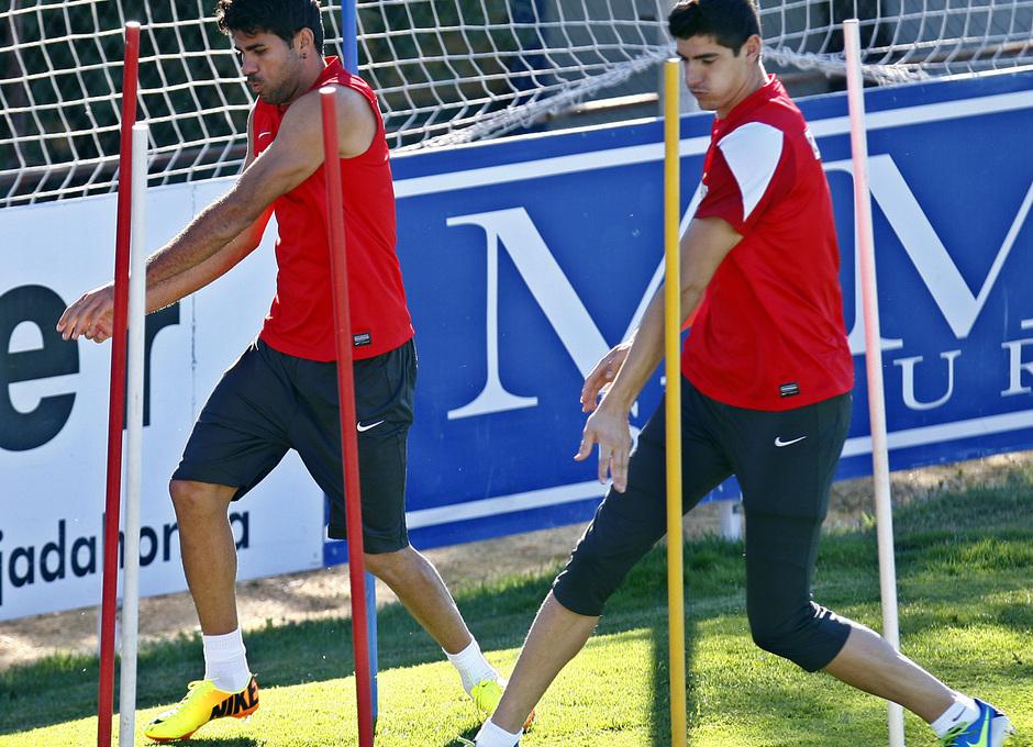 Temporada 13/14. Diego Costa y Courtois realizan una serie física en un entrenamiento en Majadahonda