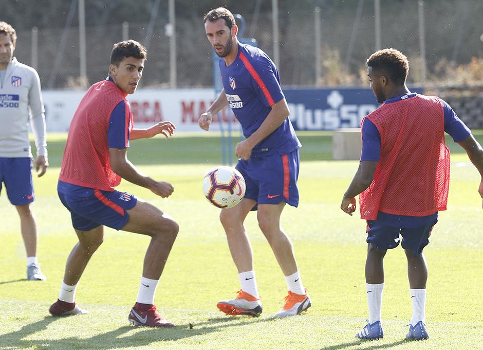 Temporada 18/19 | Entrenamiento del primer equipo | 12/09/2019 | Godín