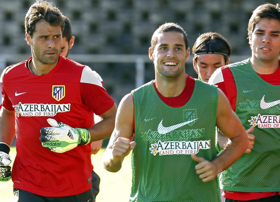 Temporada 13/14. Aranzubia en su primer entrenamiento con el Atlético en Majadahonda corre con Mario y Borja Martínez