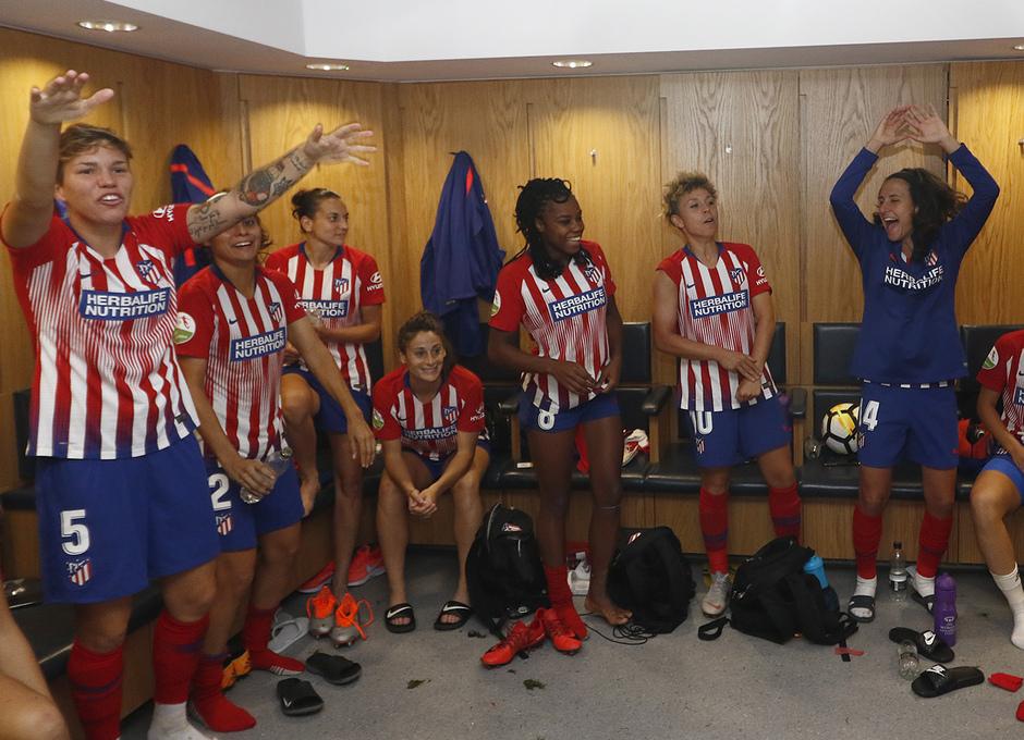 Temporada 18/19 | Manchester City Femenino - Atético Femenino | Celebración vestuario grupo