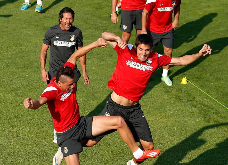 Giménez y Cabrera realizan un ejercicio de fuerza en el entrenamiento del sábado 17 de agosto