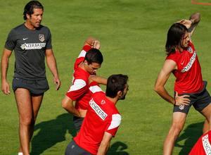 Simeone, muy pendiente del ejercicio de sus pupilos, en este caso de Manquillo, Adrián y Demichelis