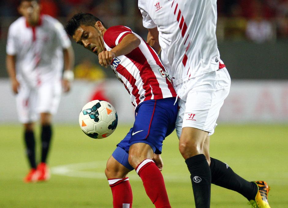 Temporada 13/14 Sevilla-Atlético de Madrid El guaje Villa protege el balón