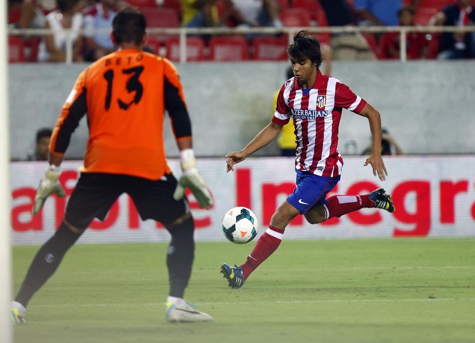 Temporada 13/14 Sevilla-Atlético de Madrid Óliver tirando a puerta