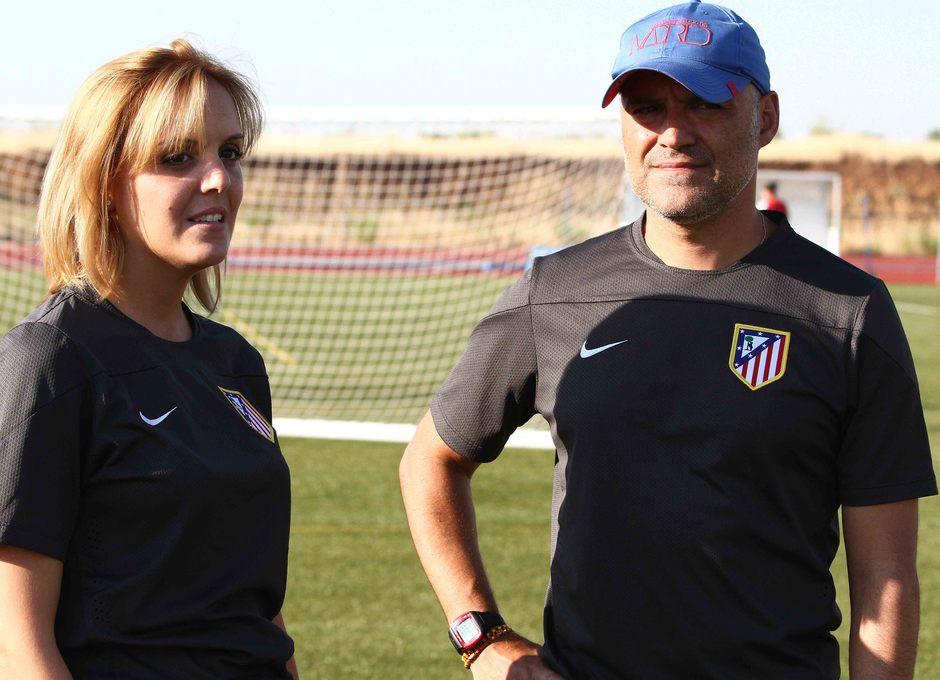 Temporada 2013-2014. La nutricionista comenta con el entrenador el estado de las jugadoras