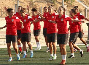 Temporada 2013-2014. Las jugadoras realizaron una suave sesión de entrenamiento