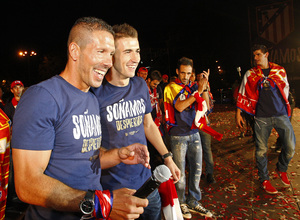 Simeone celebrando la Supercopa de Europa en Neptuno