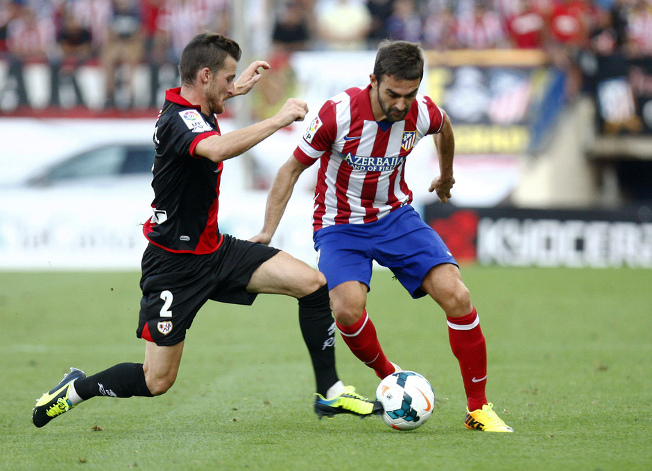 Temporada 13/14. Partido Atlético de Madrid- Rayo Vallecano. Adrián luchando un balón