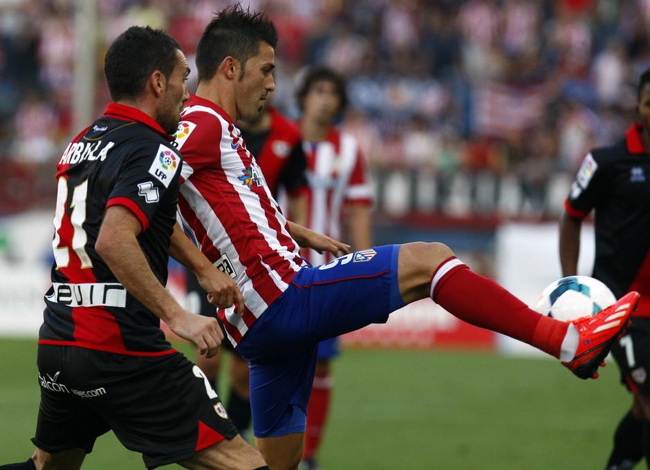 Temporada 13/14. Partido Atlético de Madrid- Rayo Vallecano. Villa controlando un balón