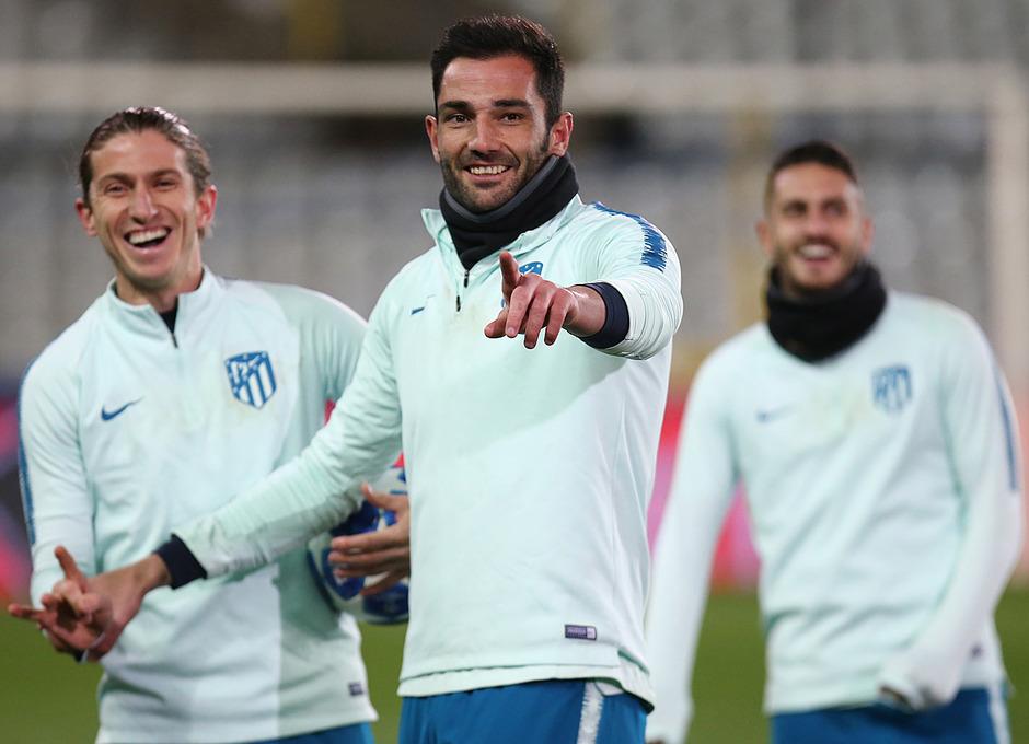 Filipe y Adán se muestran sonrientes antes de un ejercicio en el Jan Breydel Stadion