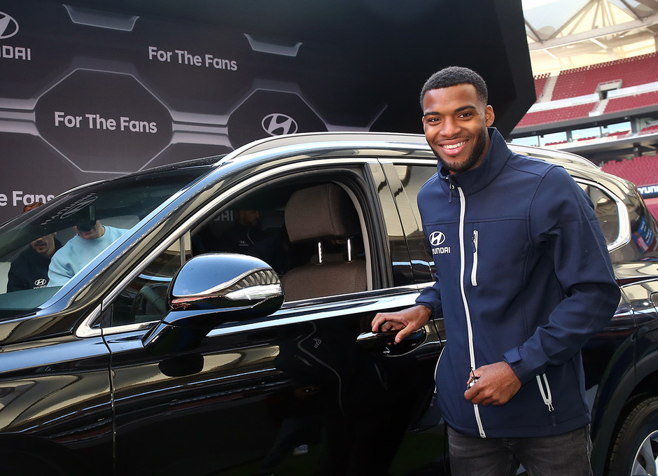 Temp. 18-19   Entrega de coche Hyundai a los jugadores en el Wanda Metropolitano   Lemar