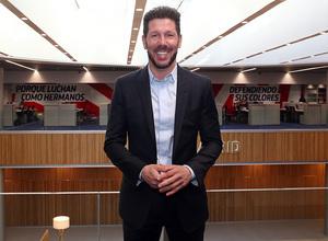 Temporada 18/19 | Visita del primer equipo a las oficinas del Wanda Metropolitano | Simeone