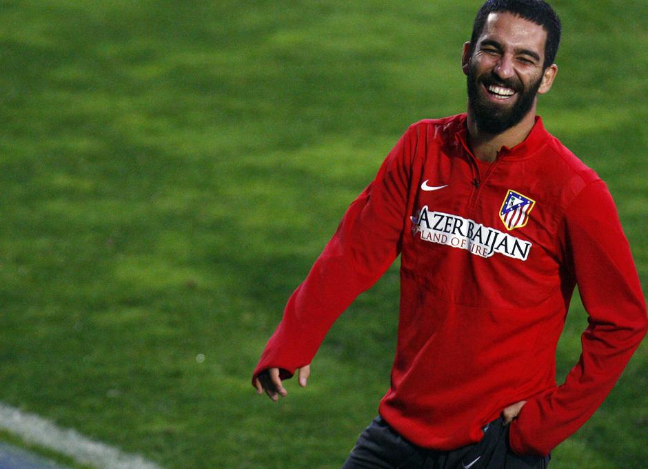Arda Turan, en un momento del entrenamiento realizado en la Ciudad Deportiva Dani Jarque, antes de la final de la Supercopa de España