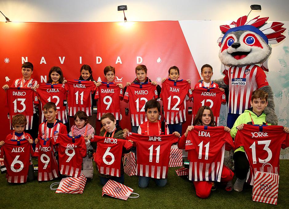 Temp. 18-19 | Entrenamiento en el Wanda Metropolitano abierto al público | Niños