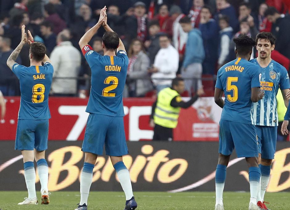 Temporada 2018-2019 | Atlético de Madrid - Sevilla | jugadores aplaudiendo