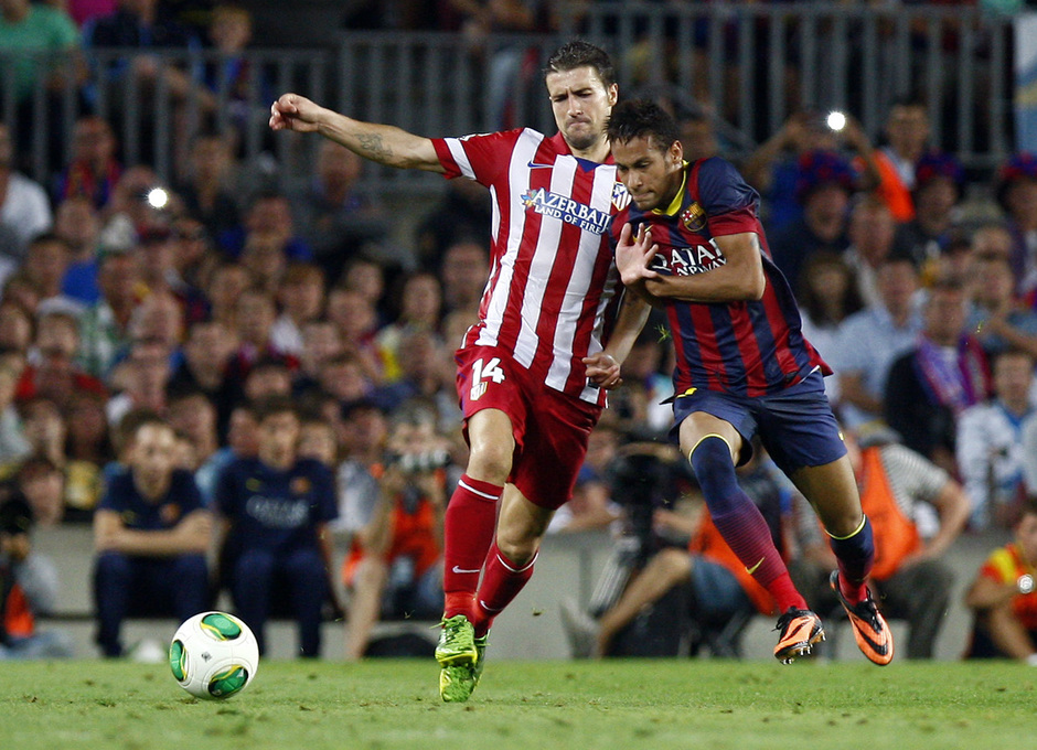 Temporada 2013/2014 FC Barcelona - Atlético de Madrid Gabi luchando la pelota con Neymar