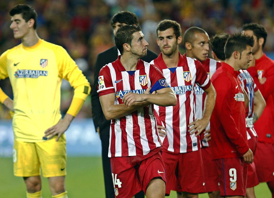 Temporada 2013/2014 FC Barcelona - Atlético de Madrid Los jugadores tras el partido en el terreno de juego
