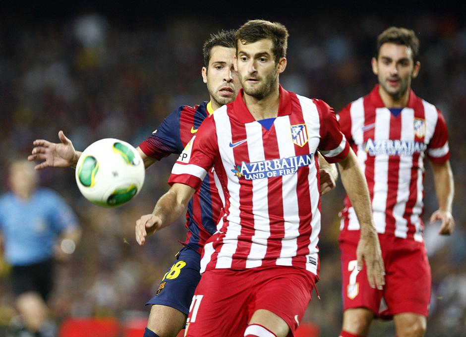 Temporada 2013/2014 FC Barcelona - Atlético de Madrid Leo Baptistao mirando el esférico