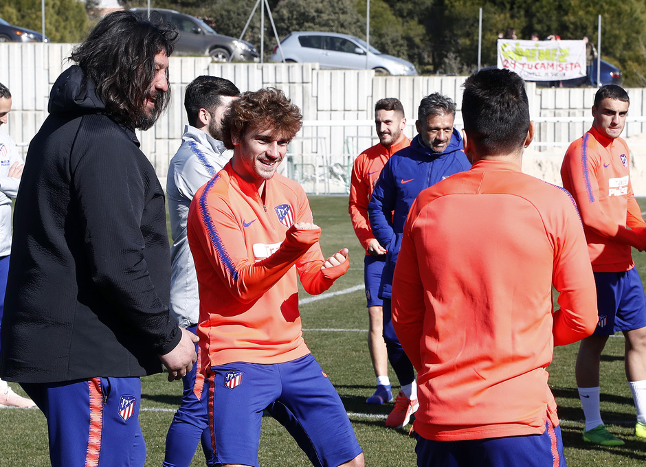 Temporada 18/19. Entrenamiento en la ciudad deportiva Wanda Atlético de Madrid. 17_02_2019. Griezmann y Correa.