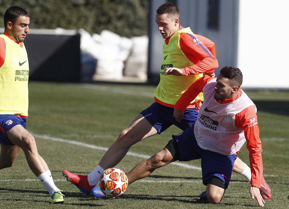 Temporada 18/19. Entrenamiento en la ciudad deportiva Wanda Atlético de Madrid. 17_02_2019. Koke y Borja Garcés.