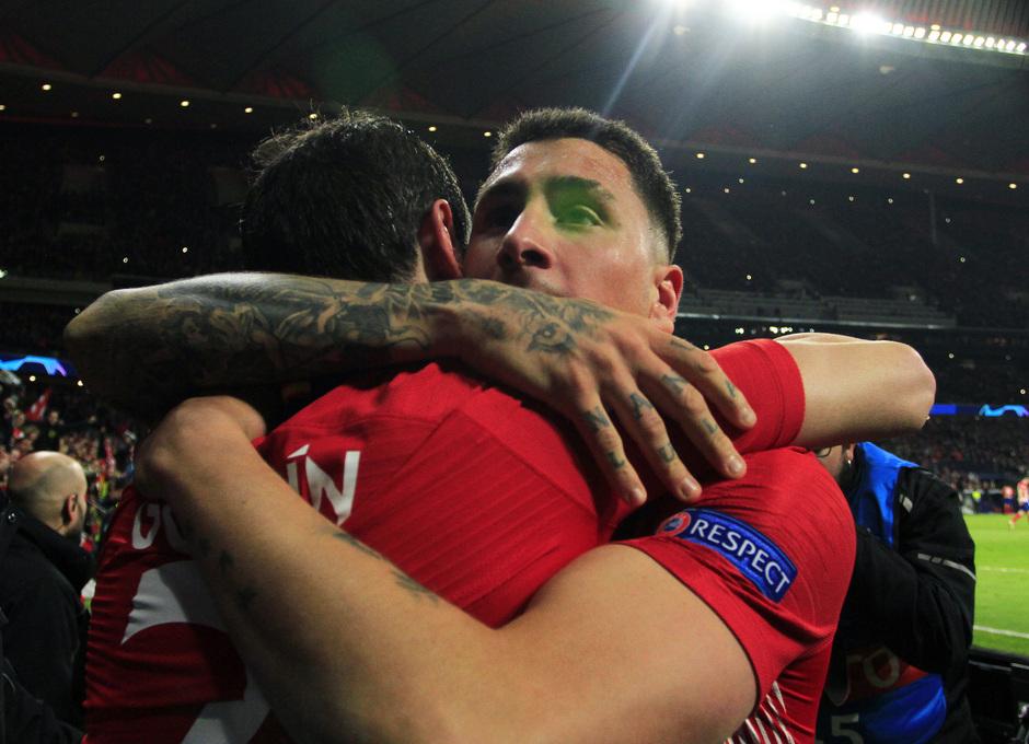Temp. 18-19   Atlético de Madrid - Juventus   Giménez y Godín celebración
