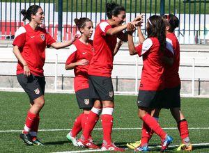 Temporada 2013-2014. Las jugadoras celebran un gol de Claudia