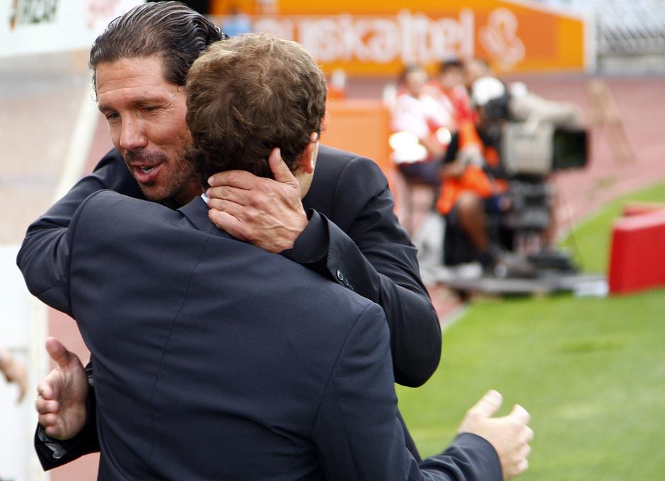 Temporada 2013/2014 Real Sociedad - Atlético de Madrid Simeone saludando a Jagoba Arrasate, entrenador de la Real