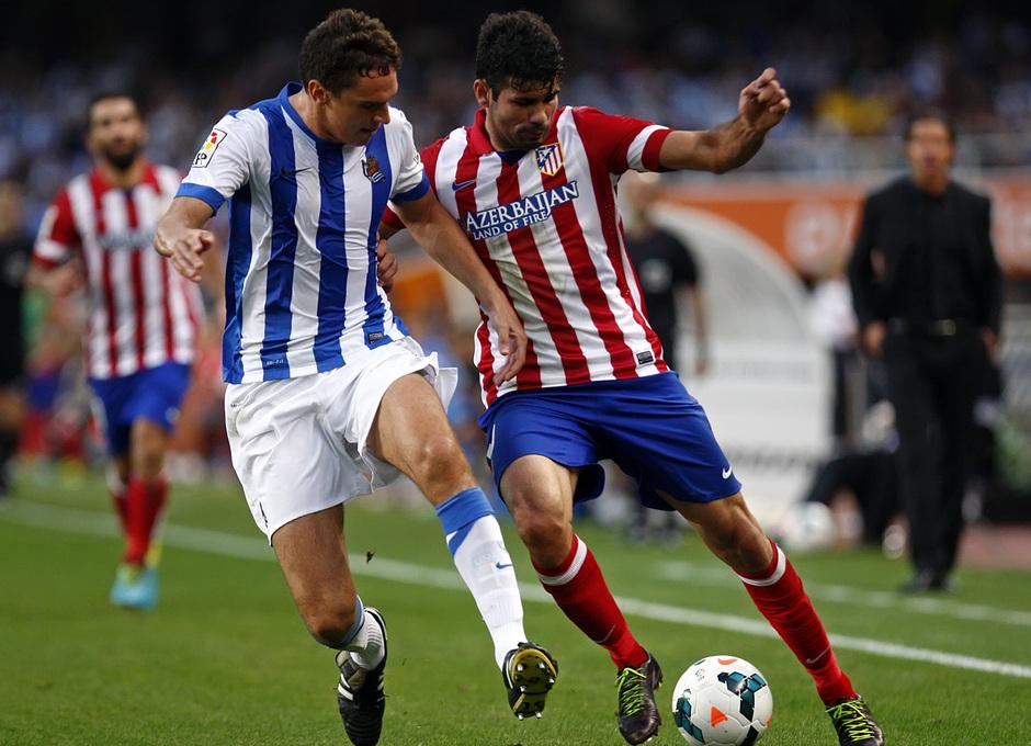 Temporada 2013/2014 Real Sociedad - Atlético de Madrid Diego Costa disputando el balón