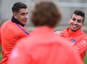 Temporada 18/19. Entrenamiento en la ciudad deportiva Wanda. Correa y Giménez durante el entrenamiento.