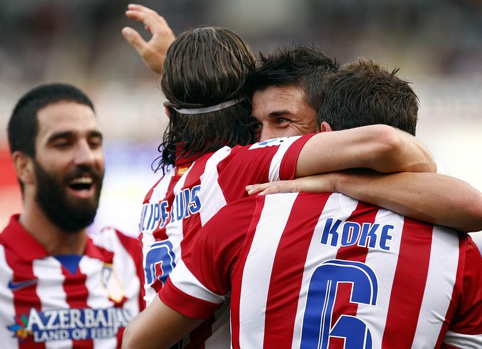 Temporada 2013/2014 Real Sociedad - Atlético de Madrid Villa abrazado a Filipe Luis y Koke