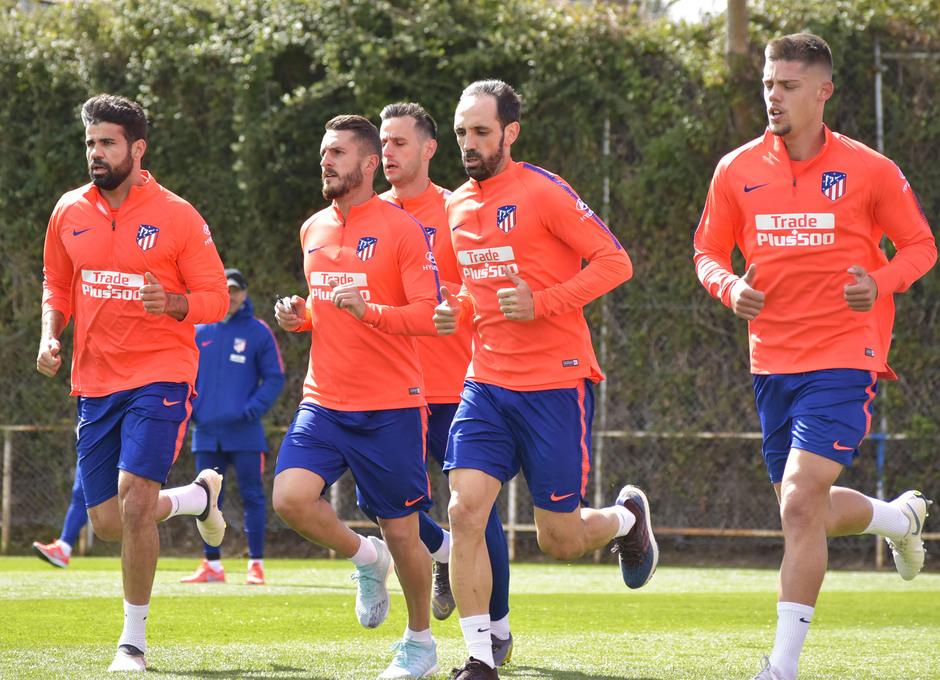 Entrenamiento en la Ciudad deportiva Wanda Atlético de Madrid 19_03_2019. Jugadores haciendo carrera continua.