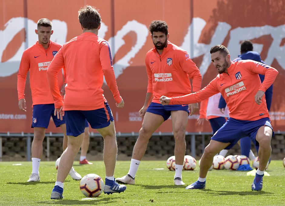 Entrenamiento en la Ciudad deportiva Wanda Atlético de Madrid 19_03_2019. Jugadores haciendo un rondo.
