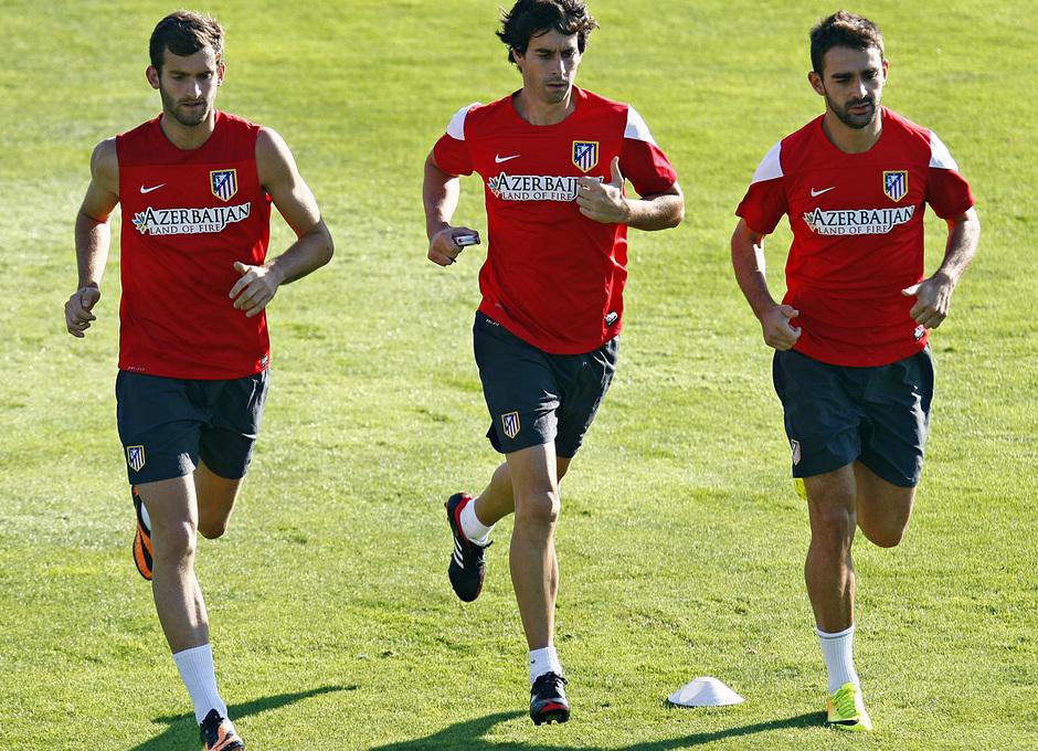 Temporada 13/14. Entrenamiento. Equipo entrenando en los Majadahonda. Leo Baptistao Adrián y Tiago corriendo