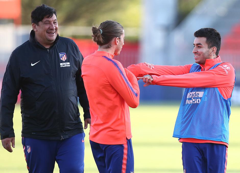 Temporada 18/19. Entrenamiento en la ciudad deportiva Wanda. Correa y Filipe durante el entrenamiento.