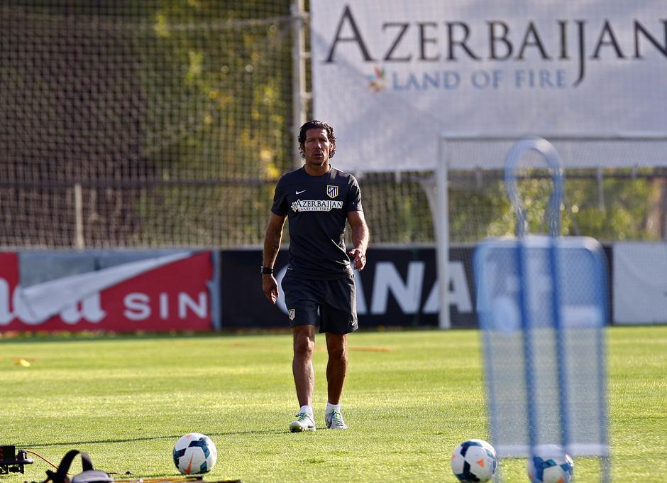 Temporada 13/14. Entrenamiento. Equipo entrenando en los Ángeles de San Rafael, Simeone durante el entrenamiento