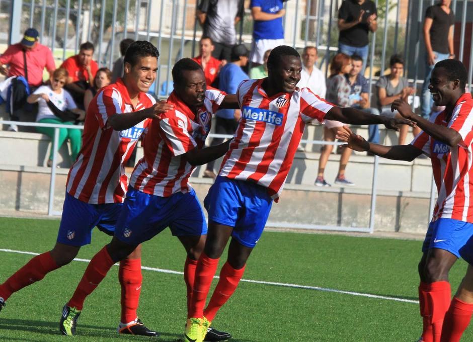 Pato celebra el primer gol que marcó con el Atlético C a Los Yébenes en la Ciudad Deportiva
