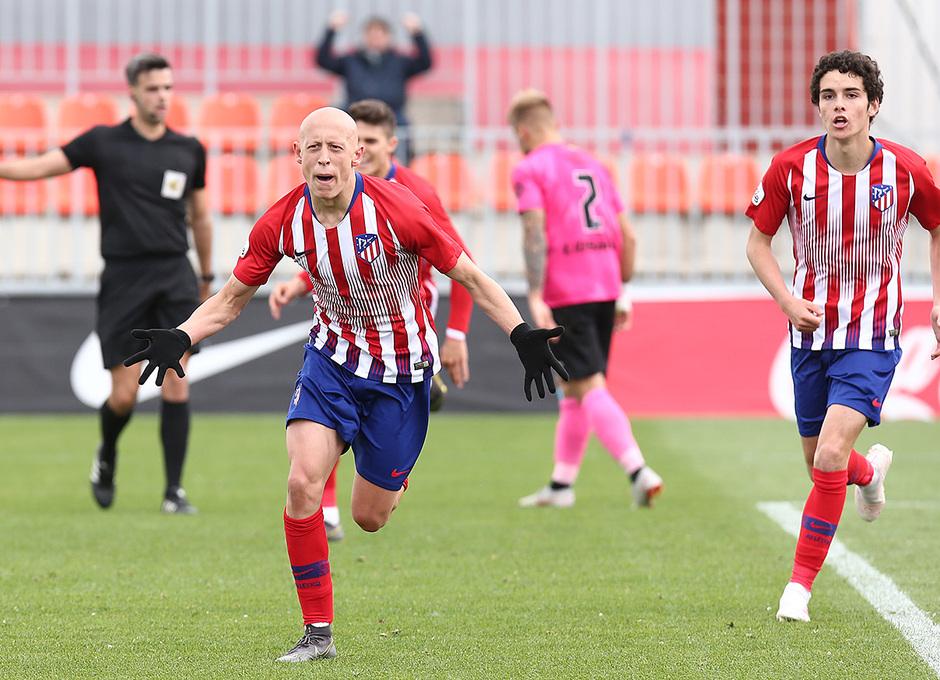 Temporada 18/19. Partido Atlético de Madrid B San Sebastián de los Reyes. Celebración Mollejo