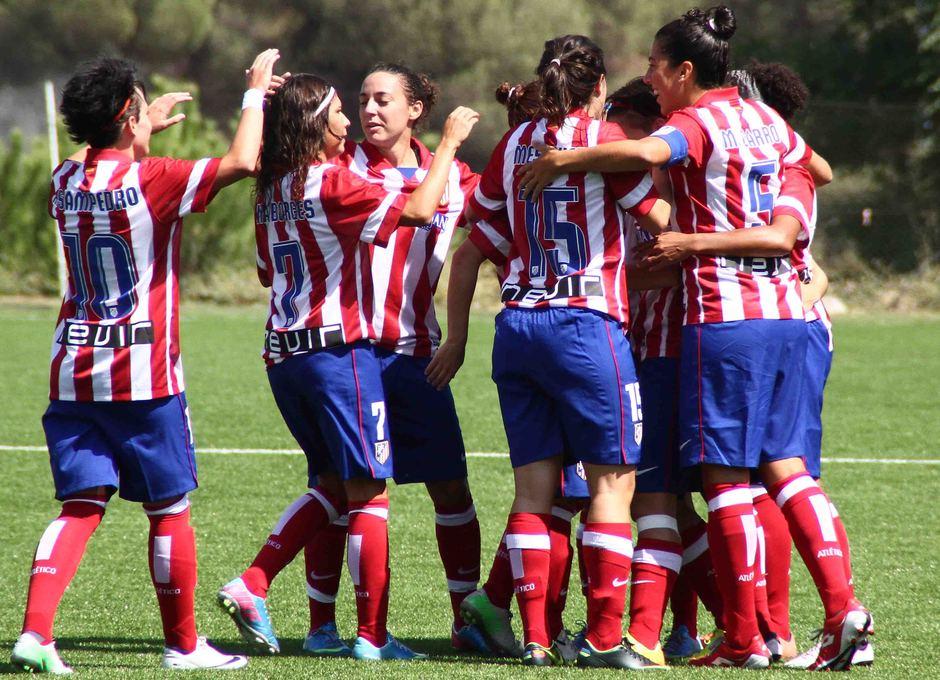 Temporada 2013-2014. Celebración del primer gol de Claudia ante el Sevilla