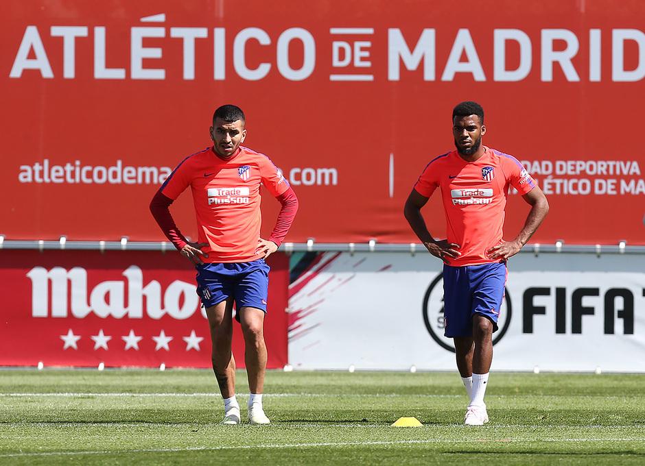 Temporada 18/19. Entrenamiento en la ciudad deportiva Wanda. Lemar y Correa durante el entrenamiento.
