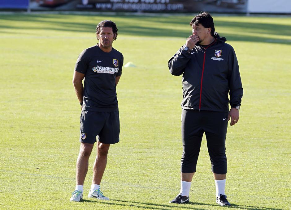 Temporada 2013/2014 Simeone y Germán Burgos durante el entrenamiento