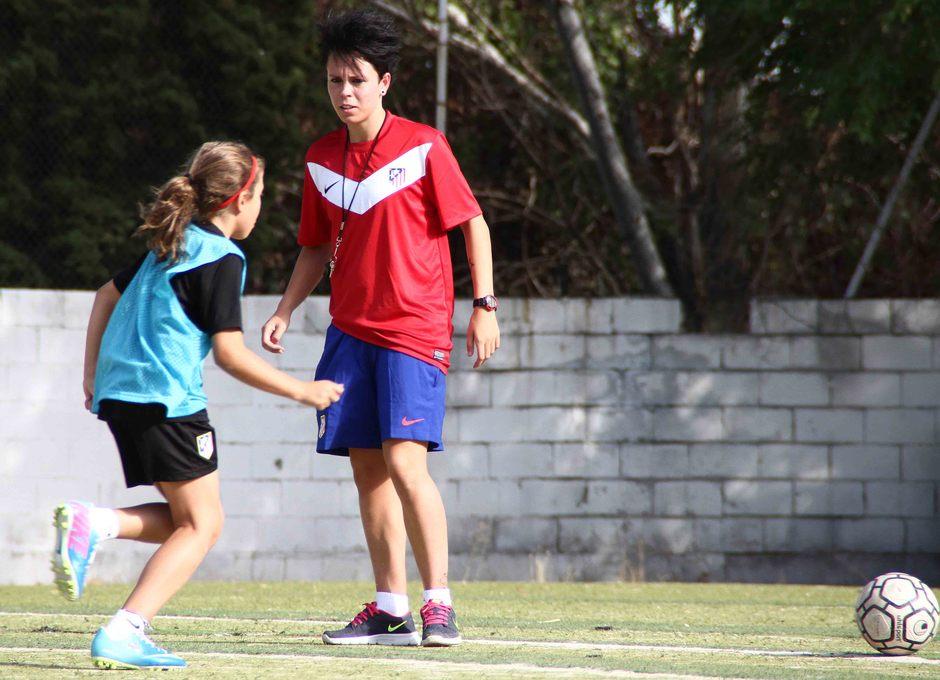 Temporada 2013-2014. Amanda dirigió a las benjamines en el primer entrenamiento