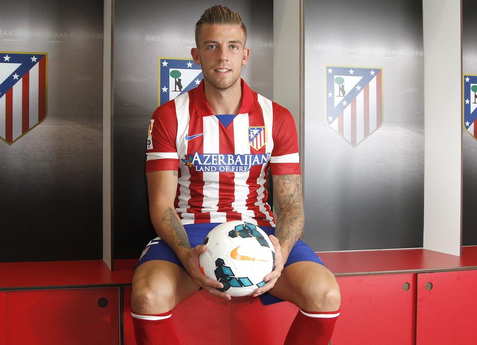 Alderweireld fue presentado como nuevo jugador rojiblanco en el Vicente Calderón el martes 10 de septiembre