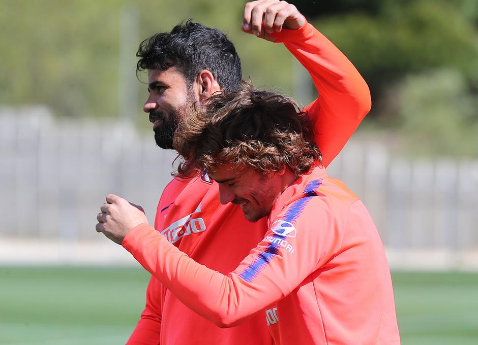 Temporada 18/19. Entrenamiento en la ciudad deportiva Wanda. Costa y Griezmann durante el entrenamiento.