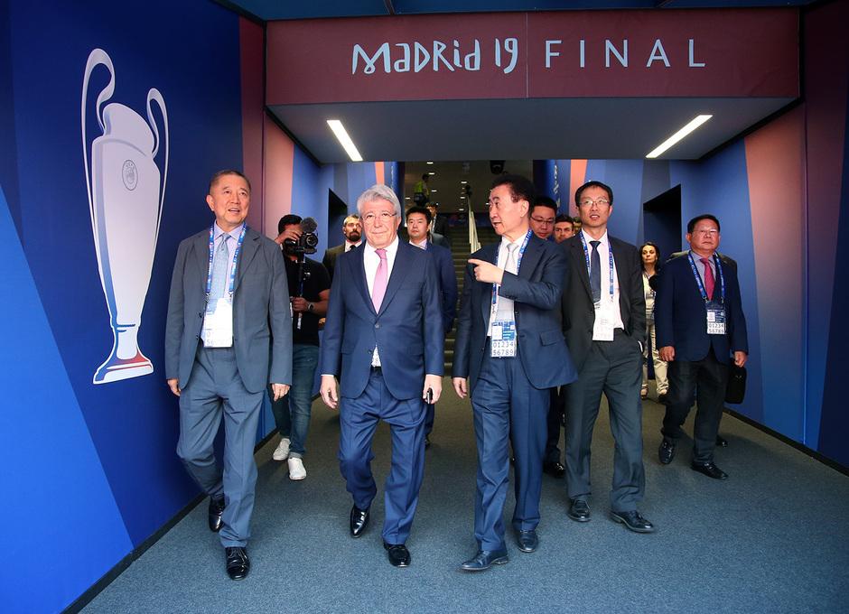 Temporada 18/19 | Visita Wanda Group | Enrique Cerezo con Wang Jianlin.