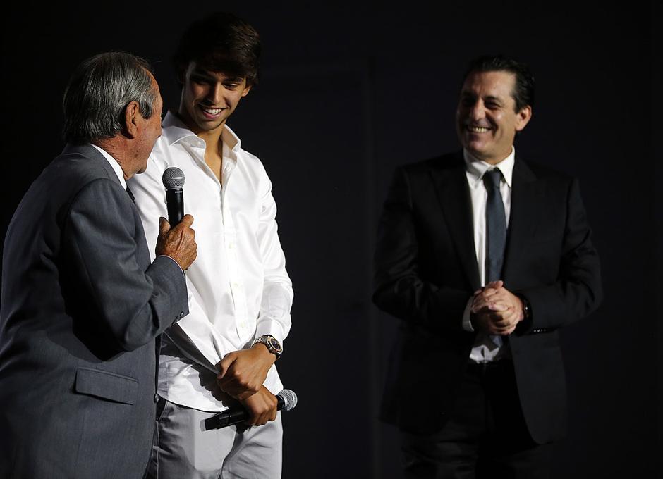 Temporada 2019/20. Presentación de João Félix en el auditorio del Wanda Metropolitano. Adelardo y Futre