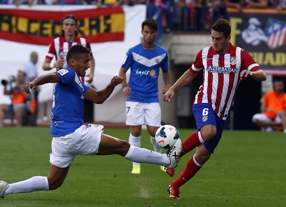 Temporada 13/14. Partido Atlético de Madrid Almería. Koke llevandose el balón